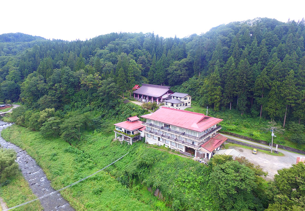 空から見る温泉旅館旅館(小野川温泉寿宝園)
